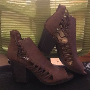 Super cute brand new heeled boots for the summer!